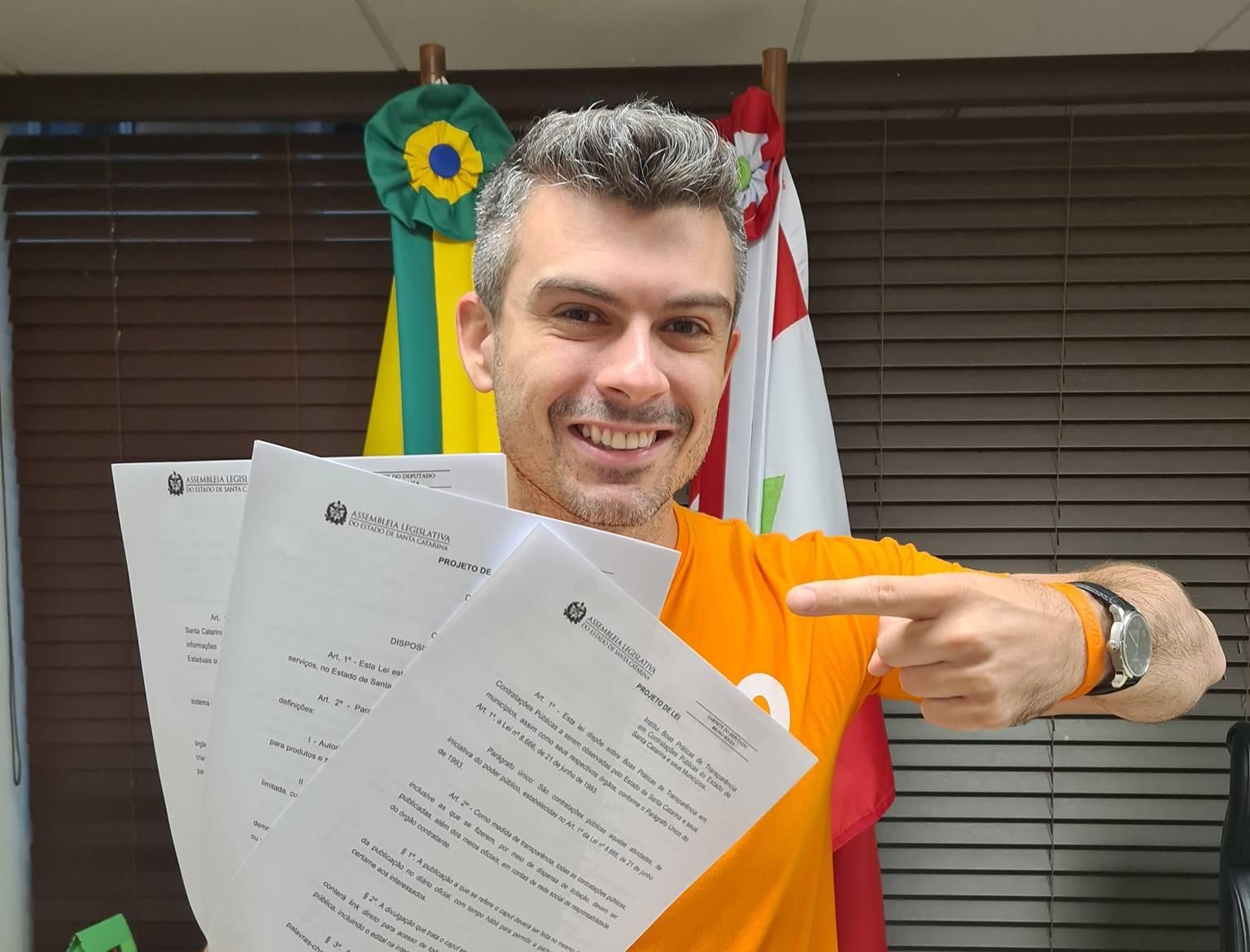 Bruno Souza propõe três projetos que aumentam a transparência e a liberdade econômica em Santa Catarina