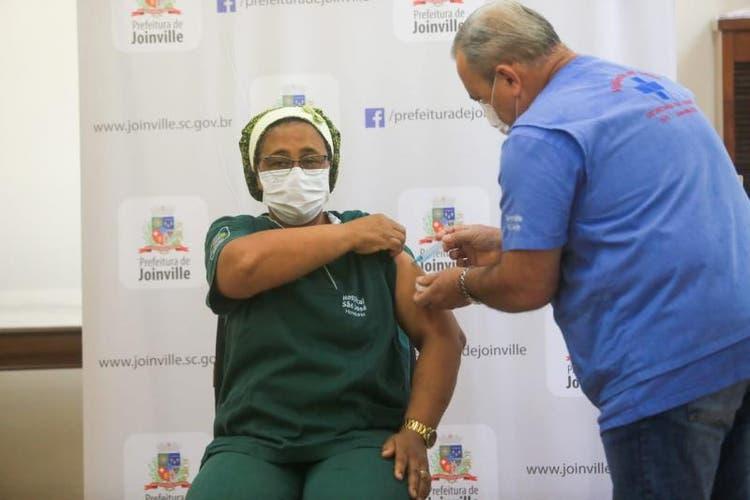 Imunização contra a Covid-19 já começou em Joinville