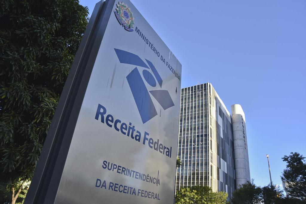 Resposta ao requerimento do NOVO na Câmara confirma encontros de secretário da Receita Federal e Flávio Bolsonaro sobre interesses pessoais sigilosos