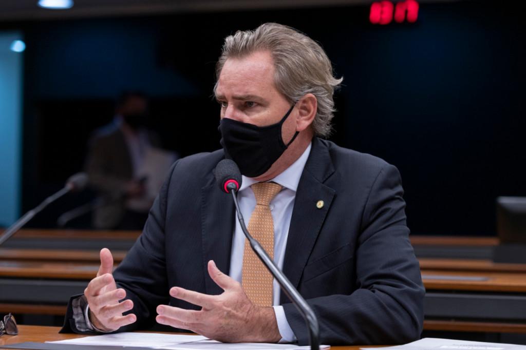 Aprovado em comissão substitutivo de Alexis Fonteyne que quebra o monopólio dos Correios