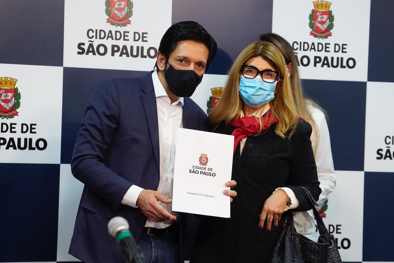 Sancionado o Projeto de Cris Monteiro que institui políticas de combate à evasão escolar em São Paulo