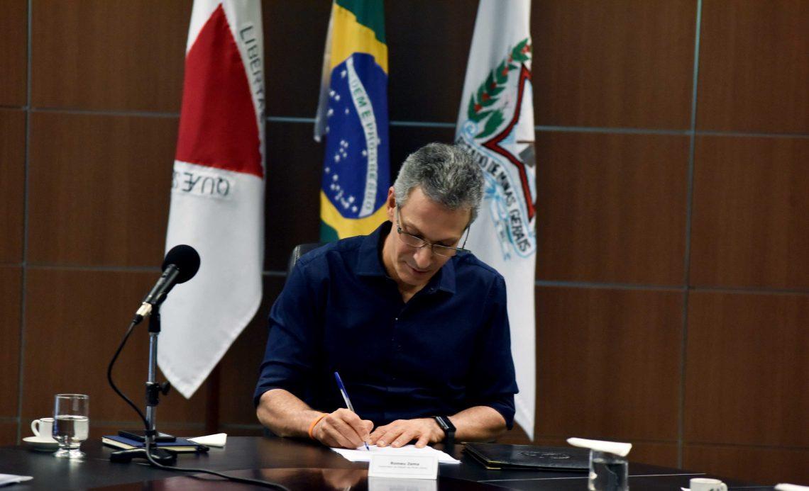 Romeu Zema sanciona lei que prevê pagamento de auxílio emergencial de R$ 600 às famílias mineiras em situação de extrema pobreza