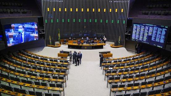 Com protagonismo do NOVO, Câmara aprova o fim dos supersalários
